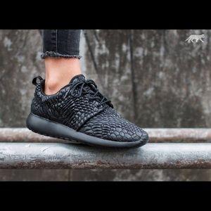 Nike DMB Black Roshe Sneakers